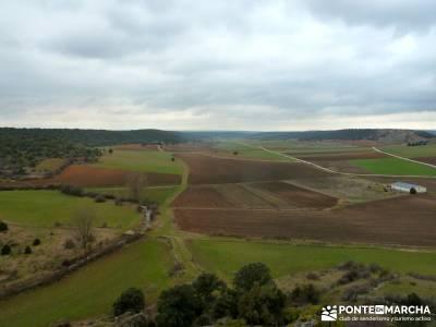 La Fuentona y el Sabinar de Calatañazor; colorido en el campo;senderismo españa semana santa